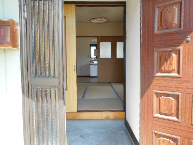 金田住宅のエントランス