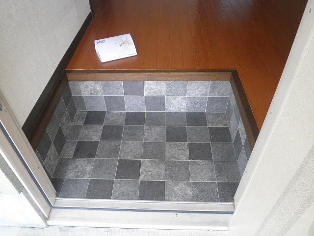 フレグランス90 B205号室の玄関