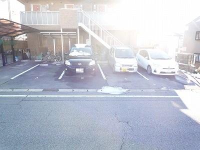 ハイツこもれび D号室の駐車場