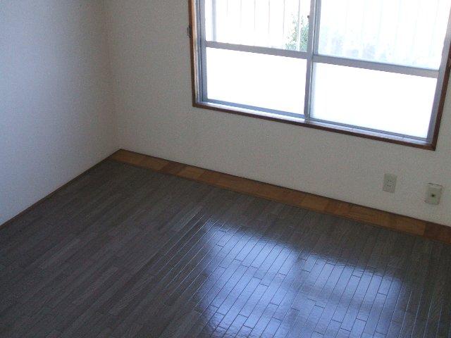 コーポ志字 302号室のベッドルーム
