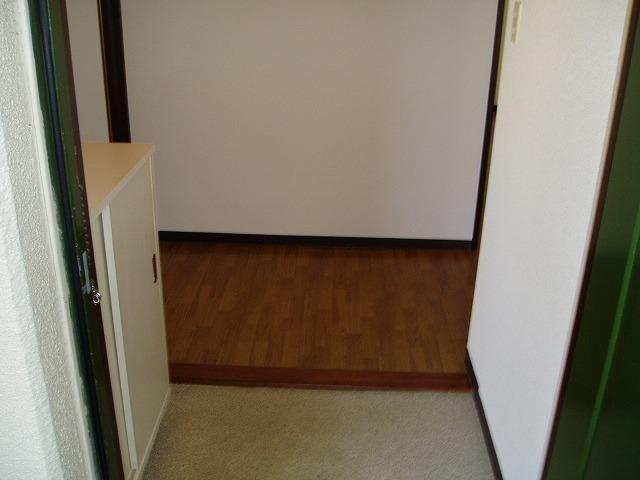 ジュネス神谷 402号室の玄関