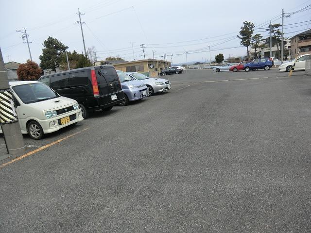 アンフィニいぶき 202号室の駐車場