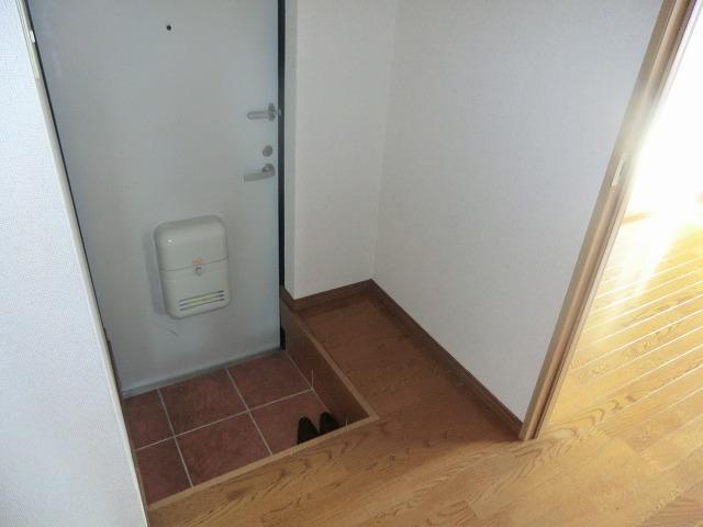 タウニー新安城B 201号室の玄関