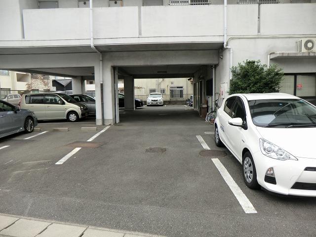 210ルミエール 314号室の駐車場