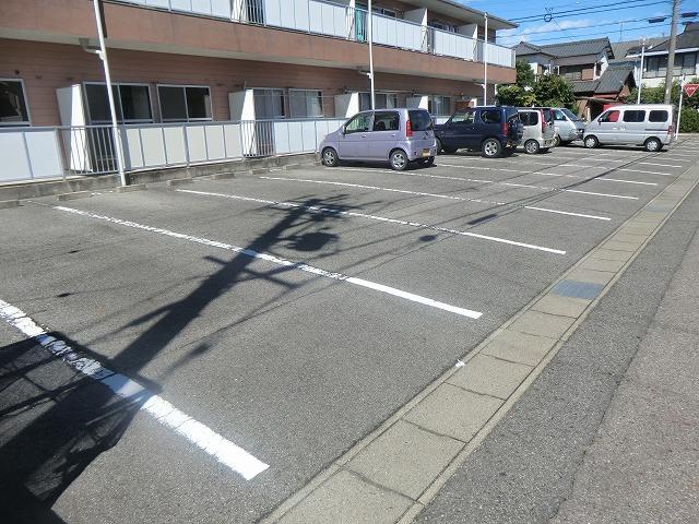 タウニーK 106号室の駐車場
