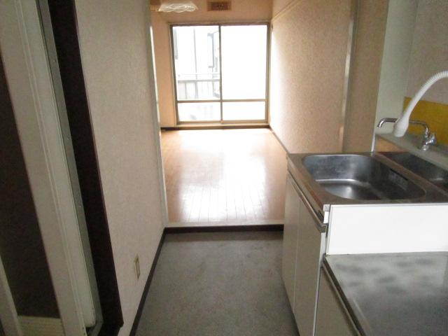 NT三山ハイム 103号室のキッチン
