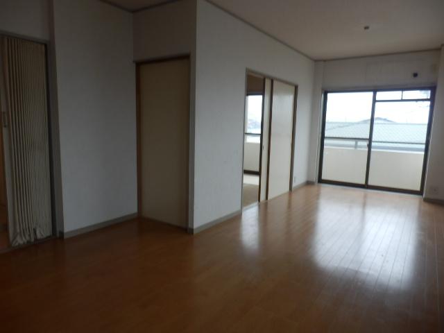 サンライズ清香 303号室のリビング