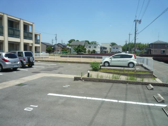 グランドモジュール慶 210号室の駐車場