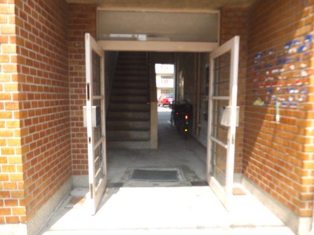 平野ビル 11号室のエントランス