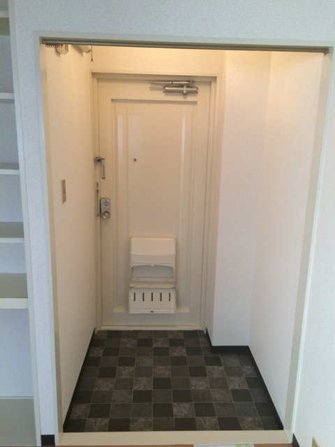 メゾン金森 2A号室の玄関