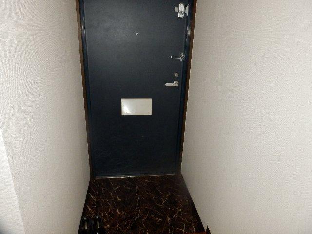 シャリエ中村 301号室の玄関