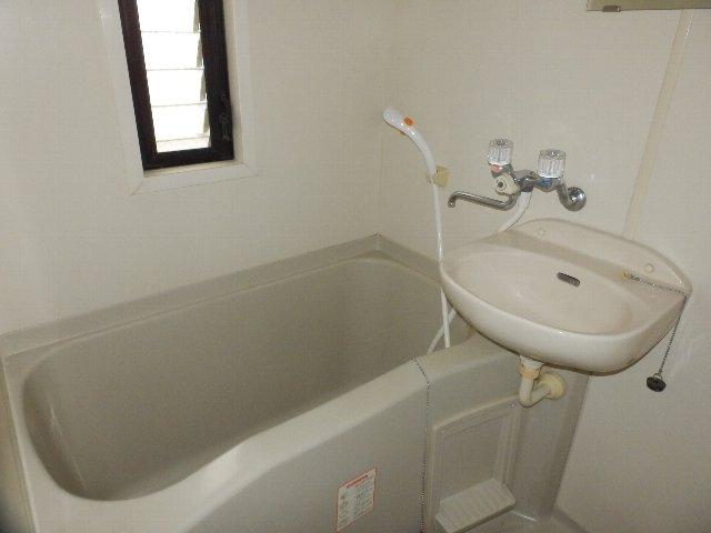 シャリエ中村 301号室の風呂