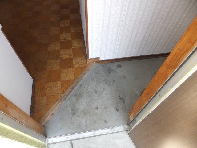 第二ラインビル 205号室の玄関