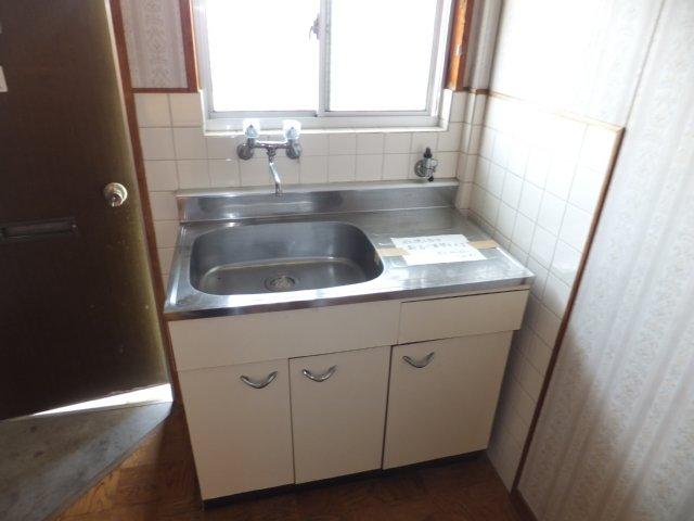 第二ラインビル 205号室のキッチン