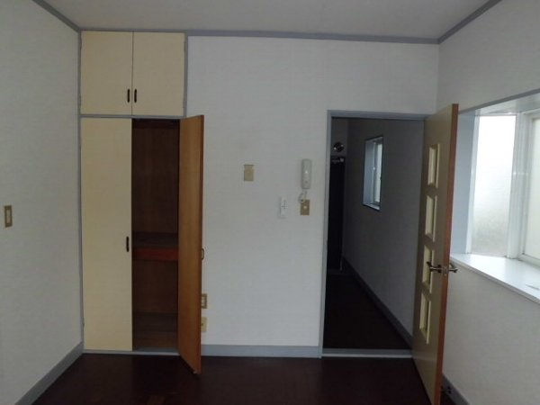 ベルリバー金沢文庫C棟 203号室のリビング