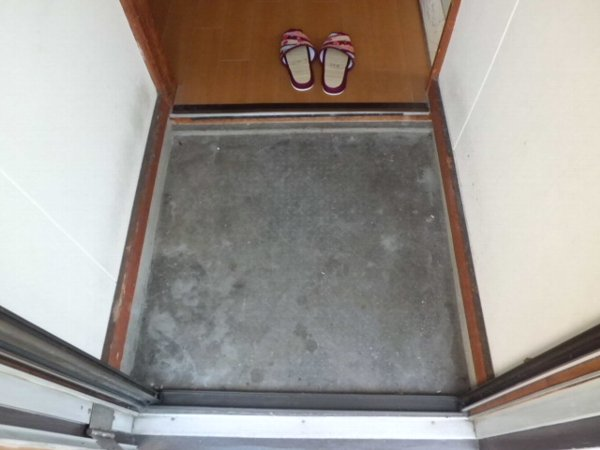 かじや荘 201号室の玄関