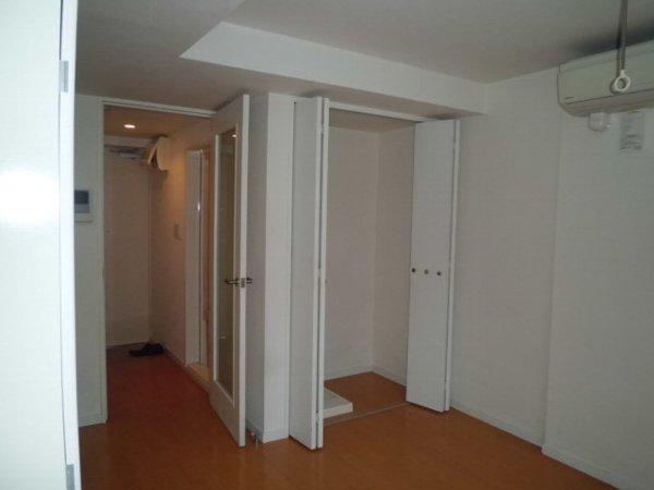 プルメリア・ガーデン 102号室のリビング