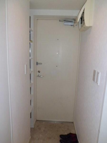 プルメリア・ガーデン 102号室の玄関