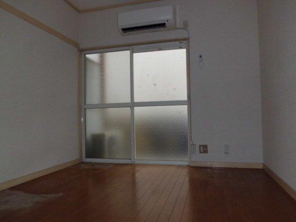 桜コーポ第2 102号室のリビング