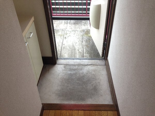 シャルム高舟台 2号室の玄関