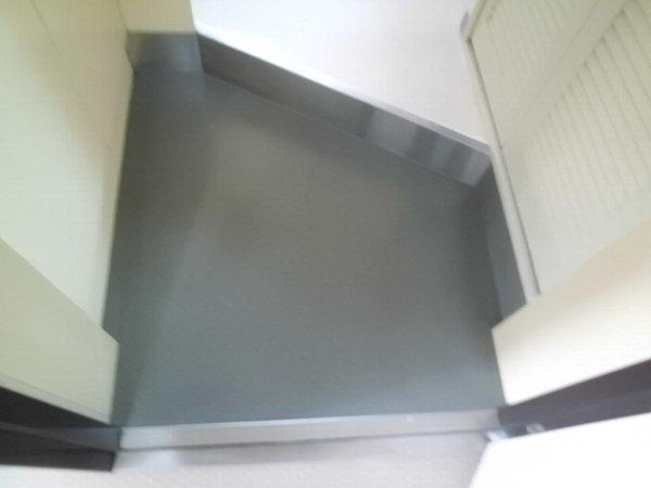梅林の丘マンション 204号室の玄関