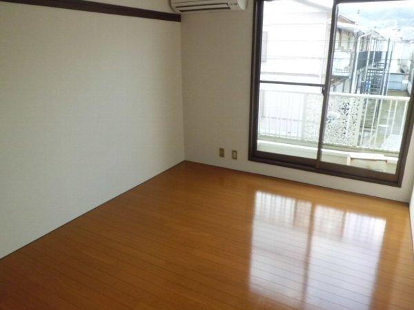 柿の木ヴィレッジ2番館 203号室のリビング