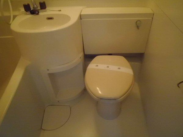 柿の木ヴィレッジ2番館 203号室のトイレ