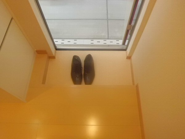 ヴィクトワール 205号室の玄関