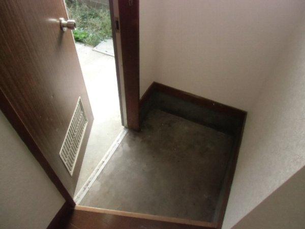 三春ハイツ 102号室の玄関