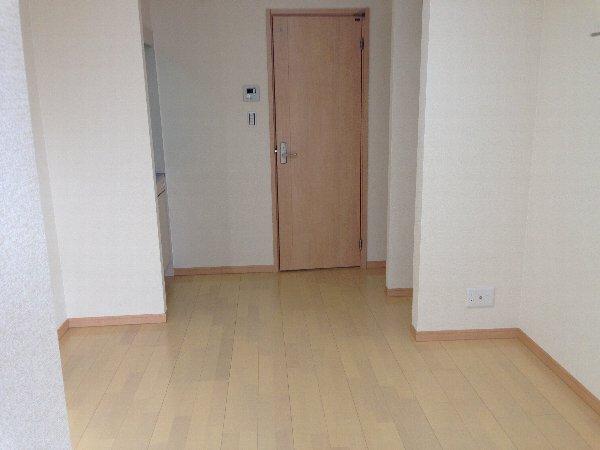 ビューレ金沢八景 101号室のリビング