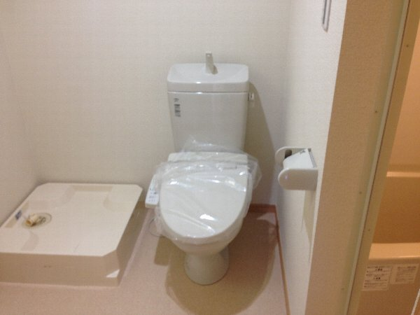 ビューレ金沢八景 102号室のトイレ