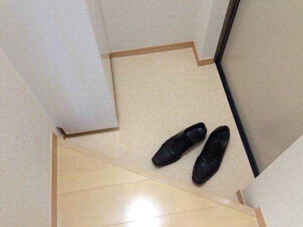 ビューレ金沢八景 102号室の玄関