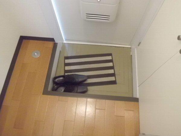 コリーヌ 103号室の玄関