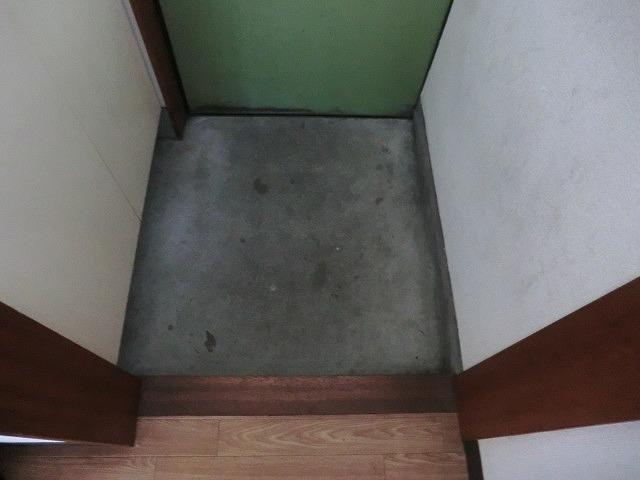 コーポ泉 202号室の玄関