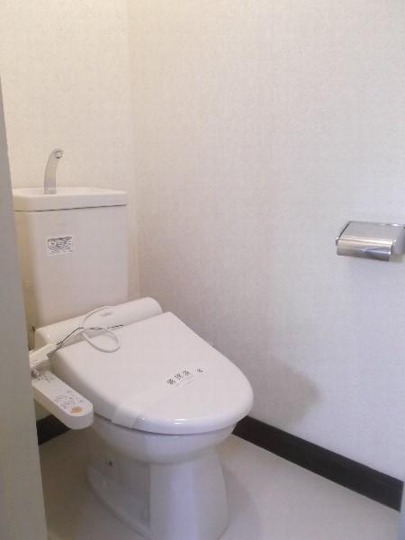 コーポオオゴE棟 103号室のトイレ