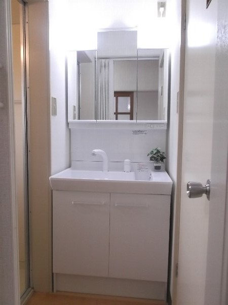 コーポオオゴE棟 103号室の洗面所