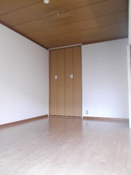 コーポオオゴE棟 103号室のベッドルーム