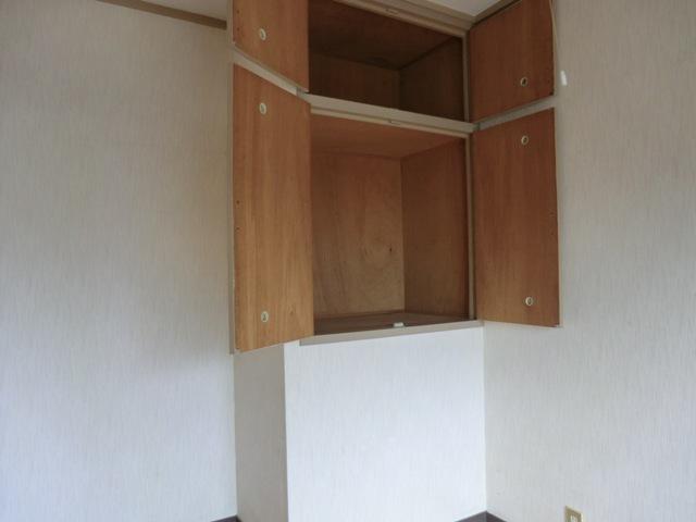 第2西形マンション 302号室の収納