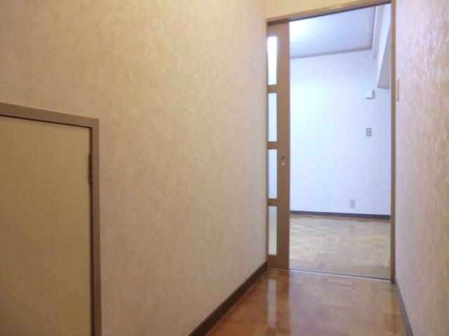 第2西形マンション 302号室の玄関