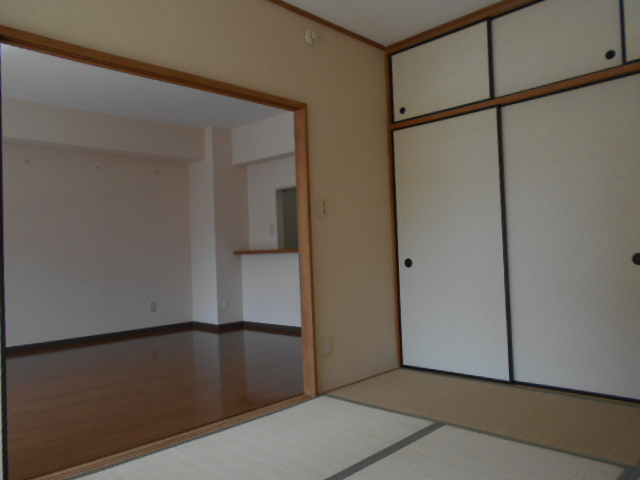 コーポレート浦和中島1号棟 401号室のリビング