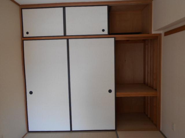 コーポレート浦和中島1号棟 401号室の収納