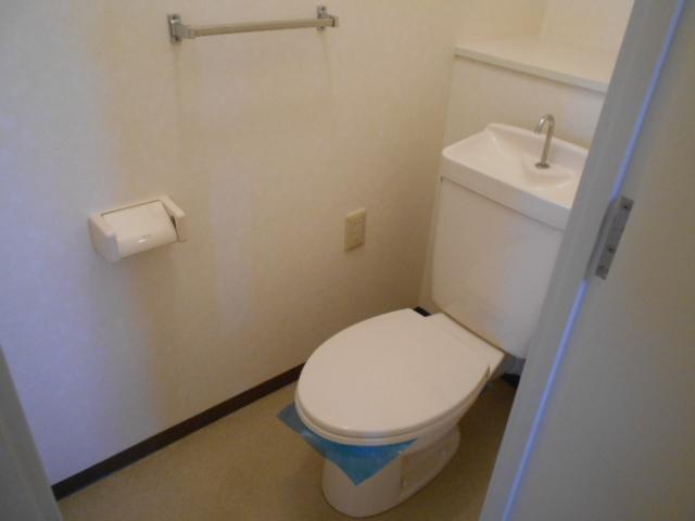 コーポレート浦和中島1号棟 401号室のトイレ