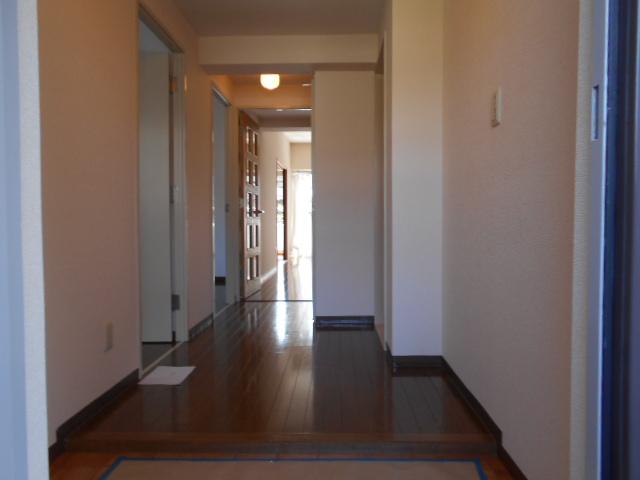 コーポレート浦和中島1号棟 401号室の玄関