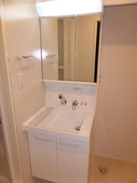 ウイングB 101号室の洗面所