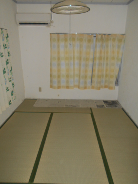 栄和荘 103号室のリビング