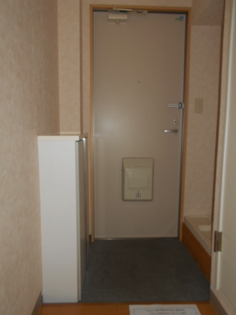 アクティ北浦和 403号室の玄関