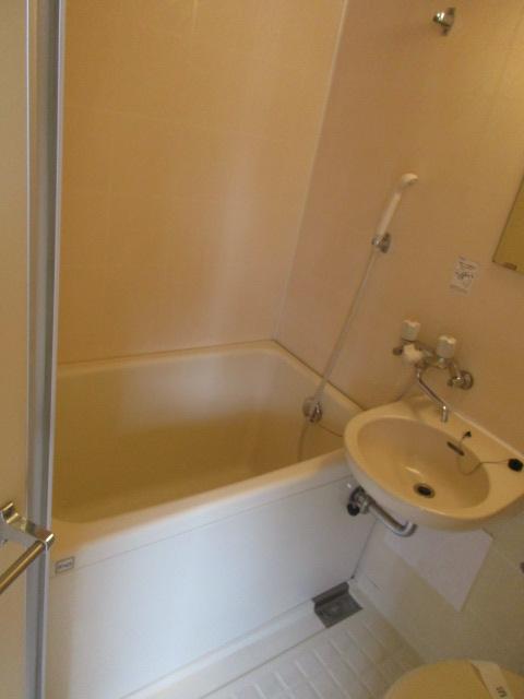メゾンソレイユ 201号室の風呂
