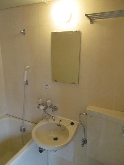 メゾンソレイユ 201号室の洗面所