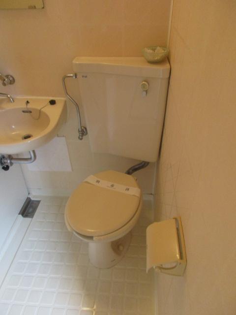 メゾンソレイユ 201号室のトイレ