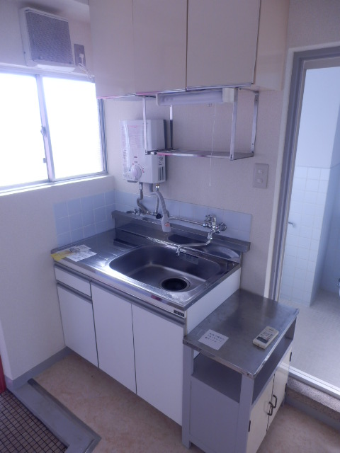 ブルーゼンハイツ 201号室のキッチン